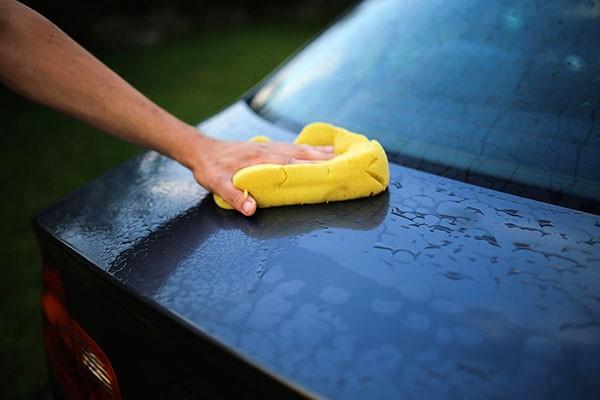 Jedziesz na majówkę? Umyj auto