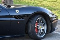 Głównymi konkurentami marki Ferrari są produkty Porsche i Lamborghini