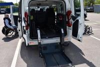 Prezentacja pojazdów z demonstratorami urządzeń adaptacyjnych dla osób z niepełnosprawnością