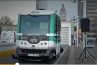Paryż, 23.1.2017 r. uroczystość uruchomienia elektrycznego minibusa bez kierowcy EZ10