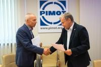 Dyrektor PIMOT dr inż. Andrzej Muszyński (od lewej) oraz Witold Wiśniewski, koordynator PKE