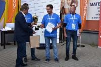 I miejsce w konkurencji K-3: Tomasz Pośledni nagradza Witold Wiśniewski, prezes Grupy IMAGE