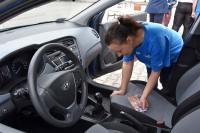 Pojazd musiał być przygotowany: włączony silnik, wyłączony hamulec postojowy, otwarte drzwi