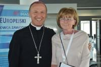 Ks. bp dr Marek Solarczyk oraz Bożenna Chlabicz, prezes Fundacji
