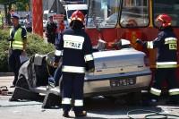 Strażacy zabierają swój sprzęt, policjanci przystępują do pracy
