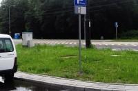 Droga jednokierunkowa, po tak oznakowanej drodze poruszać się można zgodnie ze wskazaniami znaków drogowym, w tym także rowerami