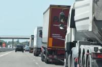 We Francji prawo zakazuje samochodom ciężarowym wjazdu na środkowy pas