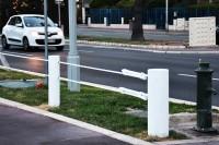 Przeprowadzone crash testy wykazały, że zamontowane bariery zatrzymują nawet 19. tonowy pędzący z prędkością 50 km/godz. pojazd. Więcej te bariery wytrzymują także dwa kolejne takie uderzenia.
