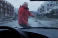Rocznie blisko 400 pieszych ginie na polskich drogach w wypadkach na skutek niewłaściwego zachowania na drodze!