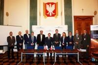 """PKP Polskie Linie Kolejowe s.a. - """"Ćwierć miliarda zł na zwiększenie bezpieczeństwa na 182 przejazdach kolejowych"""""""