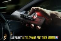 Telefonowanie odwraca uwagę od drogi (1)