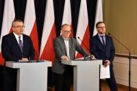 Andrzej Adamczyk, minister infrastruktury, Marek Chodkiewicz, podsekretarz stanu, Konrad Romik, sekretarz KR BRD