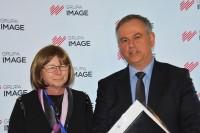 Bożenna Chlabicz, prezes Fundacji Zapobieganie Wypadkom Drogowym, Bogdan Oleksiak, dyrektor Departamentu Transportu Drogowego Ministerstwa Infrastruktury