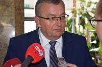 Minister infrastruktury Andrzej Adamczyk, udziela wywiadu