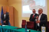(od lewej) Roman Bańczyk, zastępca dyrektora ds. egzaminów i nadzoru WORD Katowice, Mirosław Grzywa, dyrektor WORD Katowice, Andrzej Misiołek, Senator RP