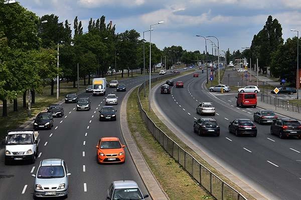 Senacki projekt podatku akcyzowego dla rejestrujących auto