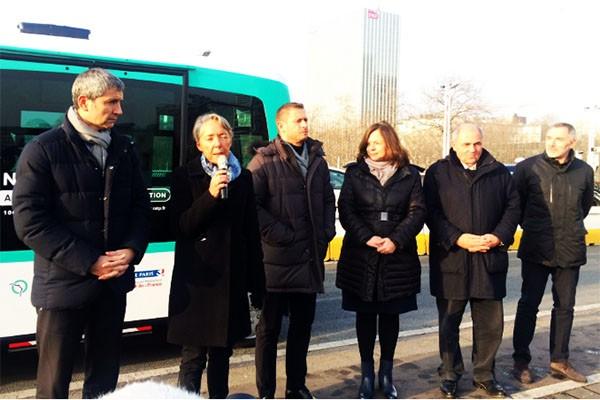 W Paryżu już kursują elektryczne minibusy bez kierowcy