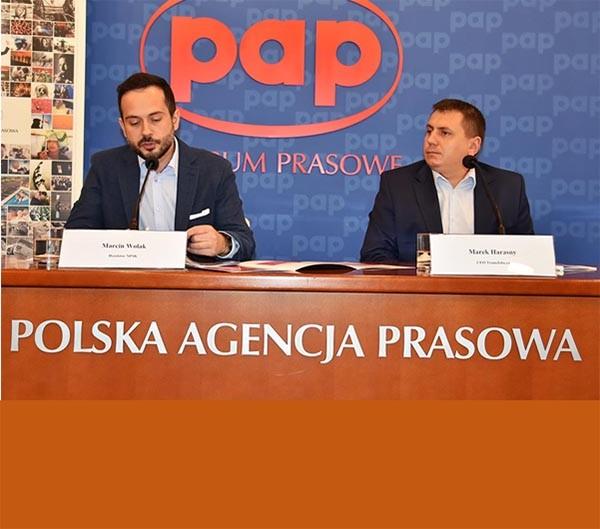 Na rynku pracy jest mnóstwo środków - twierdzi Marcin Wolak dyrektor NPSK