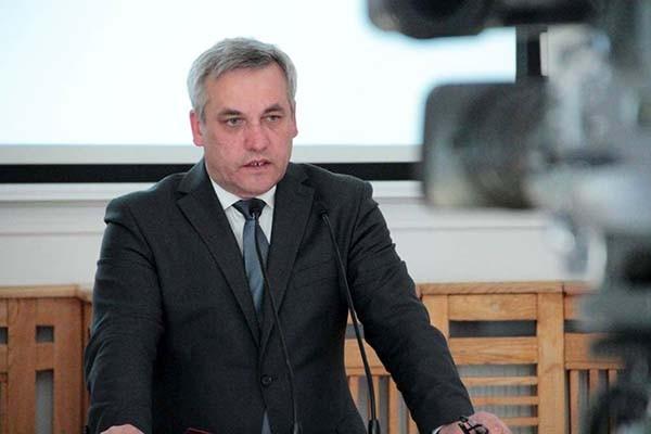 Obecnie stosowana praktyka i obowiązujące przepisy nie wymagają zmiany - odpowiada Jerzy Szmit
