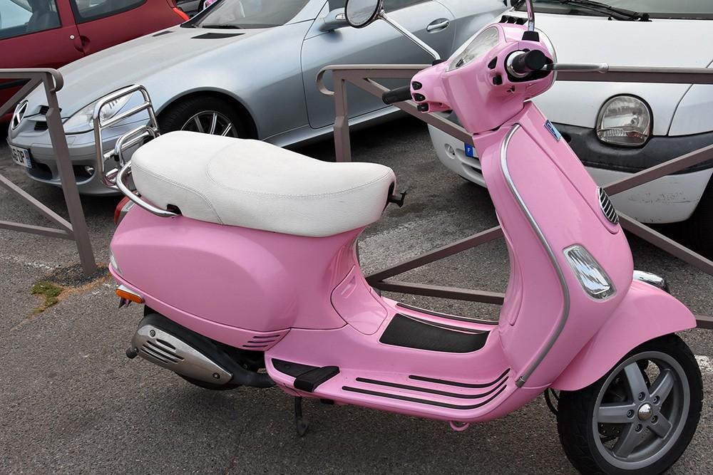 Scooter-sharing coraz bardziej popularny. Dlaczego bez prawa jazdy?