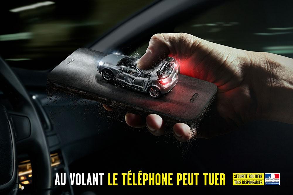 Telefonowanie odwraca uwagę od drogi