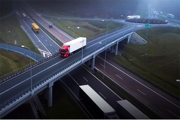 Polski transport - pokonaliśmy długą drogę! Spot, który zmieni Twoją ocenę branży transportowej