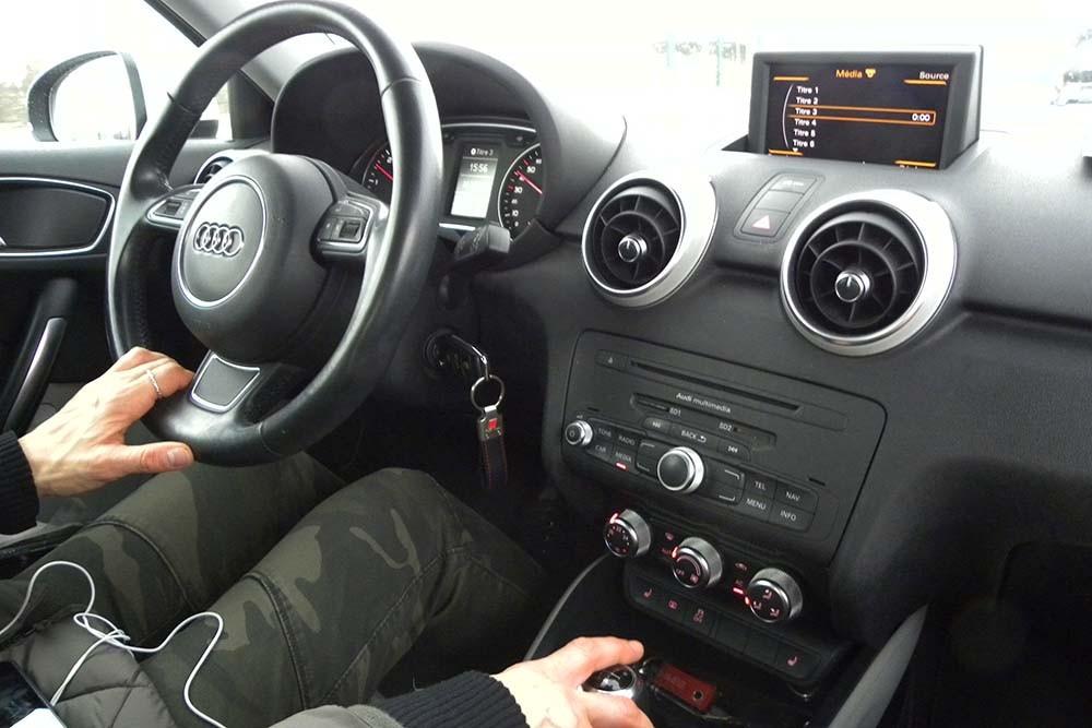 Głośna muzyka w samochodzie