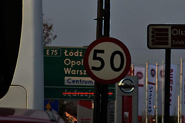 Tylko sytuacje bezpośredniego niebezpieczeństwa grożącego dobru chronionemu prawem mogą usprawiedliwić przekroczenie prędkości