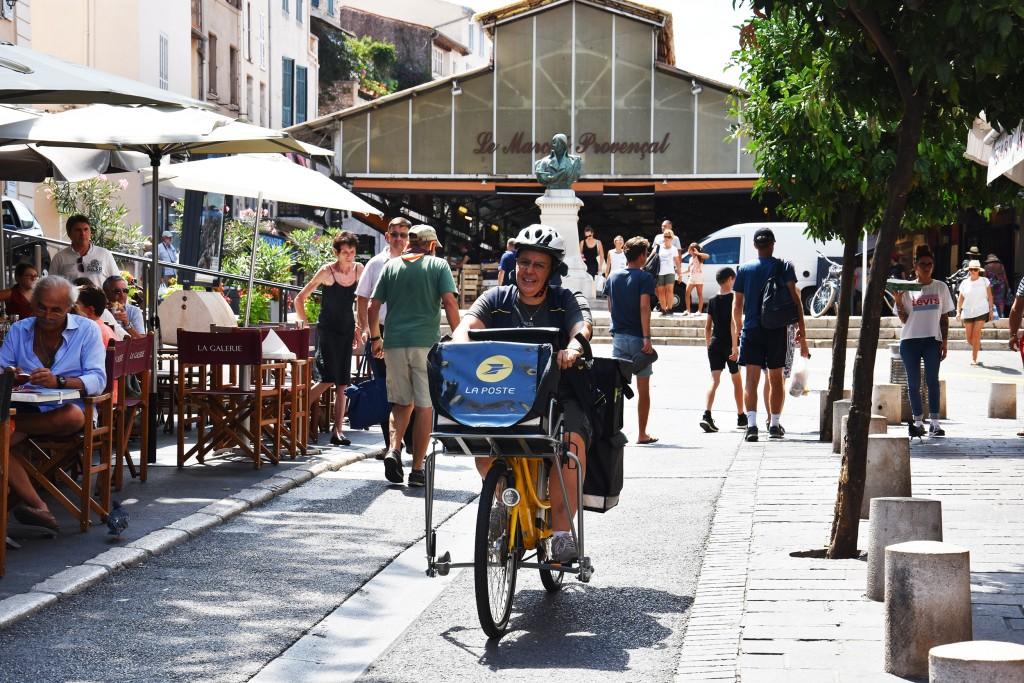 Le facteur à bicyclette (listonoszka na rowerze). Fotoreportaż J. Michasiewicz