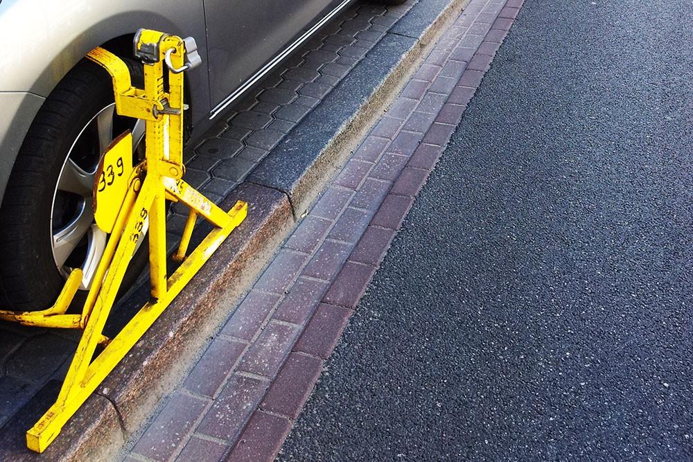 Jest projekt przepisów dot. sankcji za blokowanie kół pojazdów przez przedmioty nieuprawnione