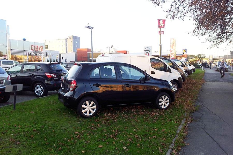 """Twierdzą, że """"muszą"""" gdzieś parkować"""