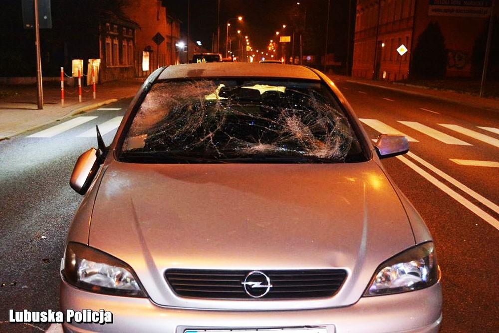 Apel o ostrożność na drogach, szczególnie na przejściach dla pieszych