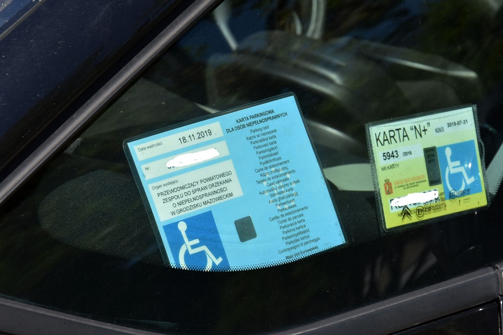 W sprawie bezpłatnych miejsc parkingowych dla niepełnosprawnych