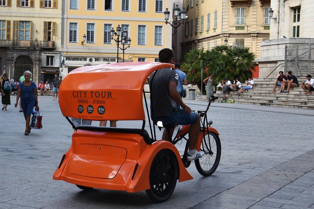 Wózkiem rowerowym? Poboczem – przypomina resort