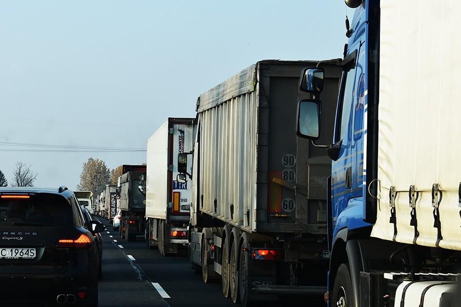 Zakaz wyprzedzania przez samochody ciężarowe