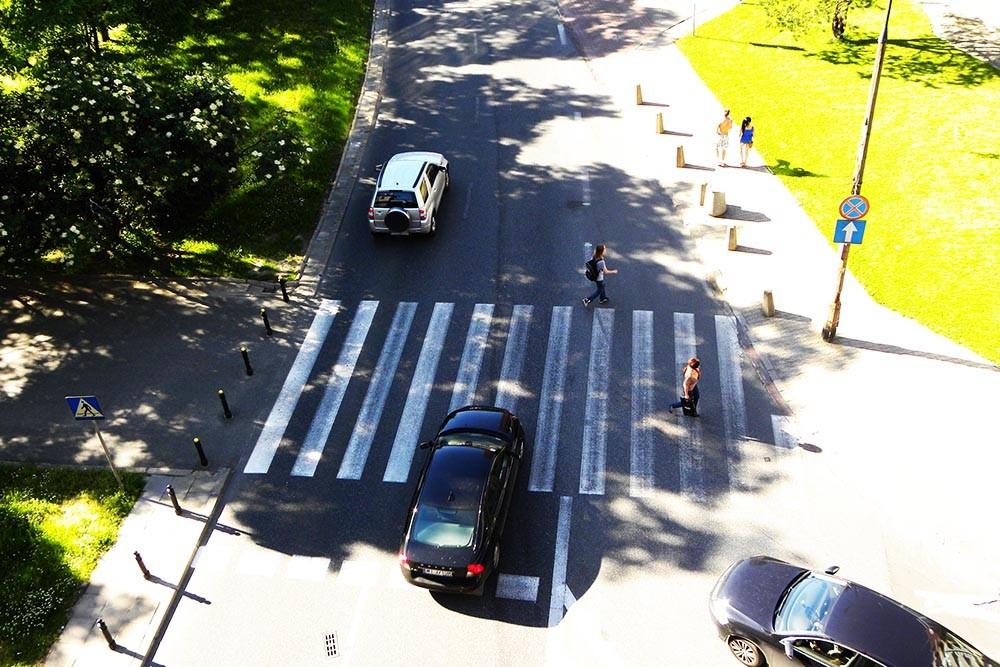 Resort nie zna potencjalnych kosztów przebudowy przejść dla pieszych, jednak…