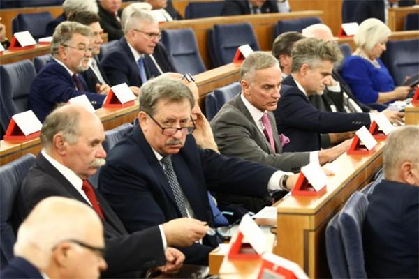 Senat debatował nad nowelizacją ustawy – Prawo o ruchu drogowym