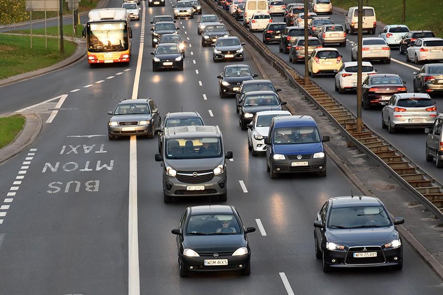 Jedź wolniej, ale płynnie. Rady trenerów techniki jazdy