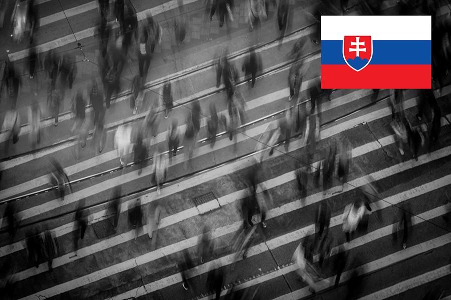 Słowacja. Pieszy szczególnie ostrożny/kierowca ustępuje pierwszeństwa pieszemu na przejściu