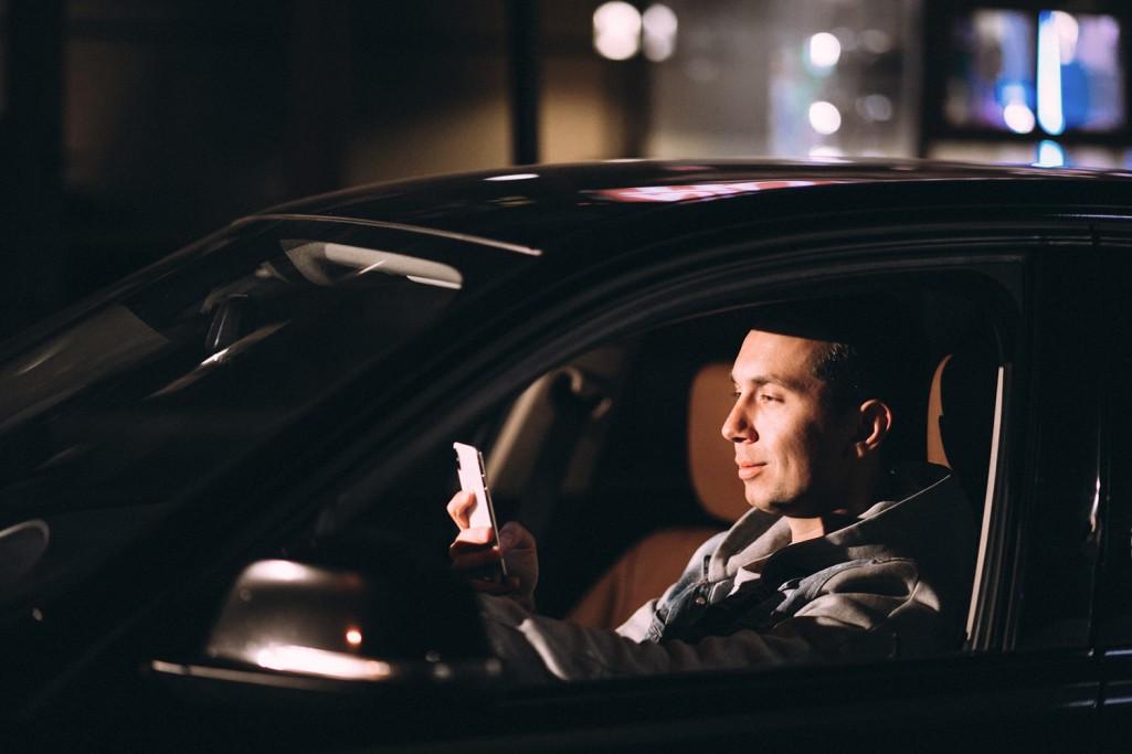 Co zrobić, aby nie korzystać z telefonu za kierownicą? WYCISZ GO!