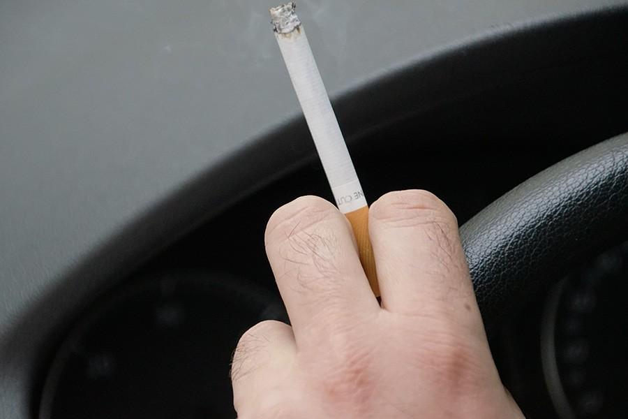Palenie w samochodzie przy dziecku!?