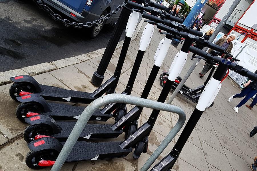 Skontrolowano elektryczne deskorolki, hulajnogi i rowery: 88% nieprawidłowości