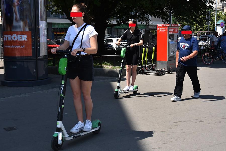 Bezwzględny zakaz poruszania się hulajnóg po chodnikach?