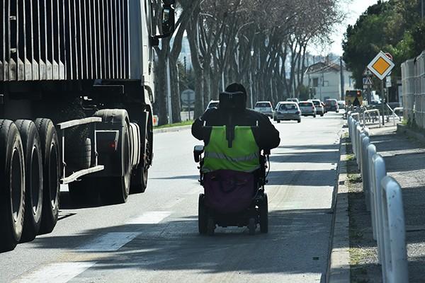Elektrycznym wózkiem inwalidzkim ulicą?
