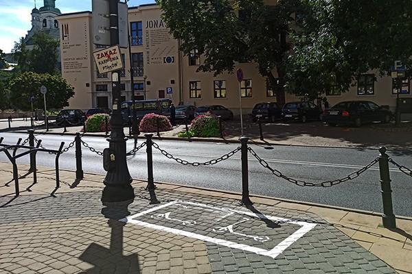Pierwsze parkingi dla hulajnóg