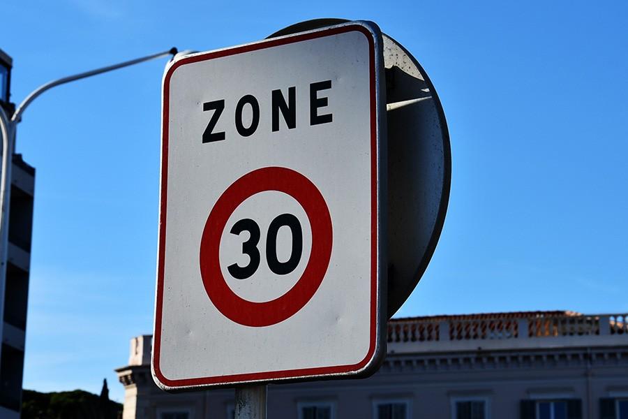 Całe miasto strefą tempo 30? To już się dzieje