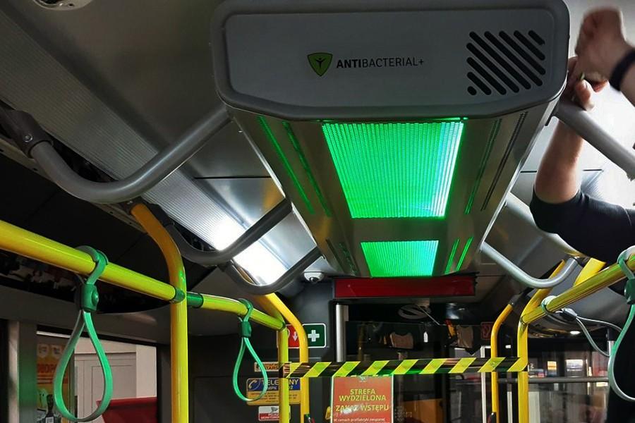 Oczyszczacze powietrza, dezynfektory do rąk w pojazdach komunikacji miejskiej