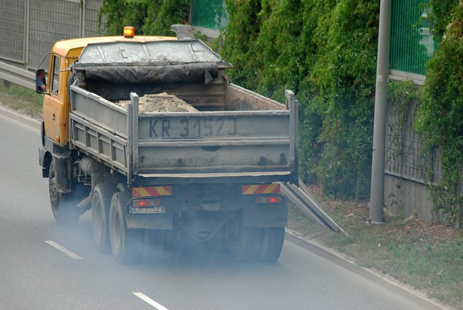 Zabójczy smog z samochodowych spalin. Raport NIK
