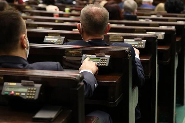 Sejm uchwalił nowelizację ustawy – Prawo o ruchu drogowym