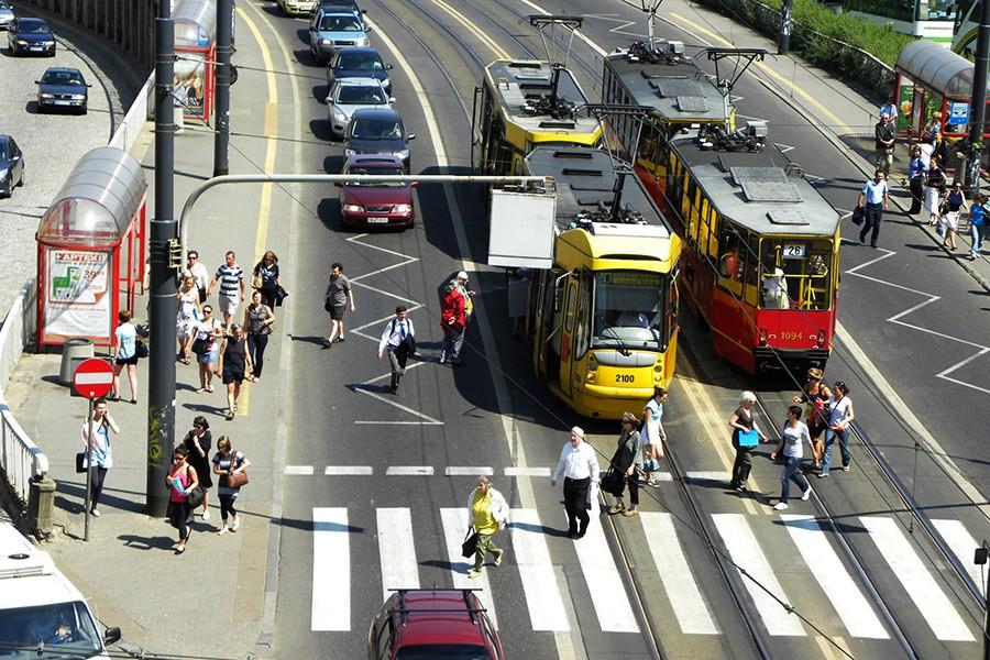 Współdzielenie drogi z autobusem i tramwajem - radzą instruktorzy techniki jazdy